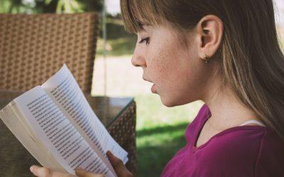 Niños con hipoacusia tratados con audífonos e implante coclear